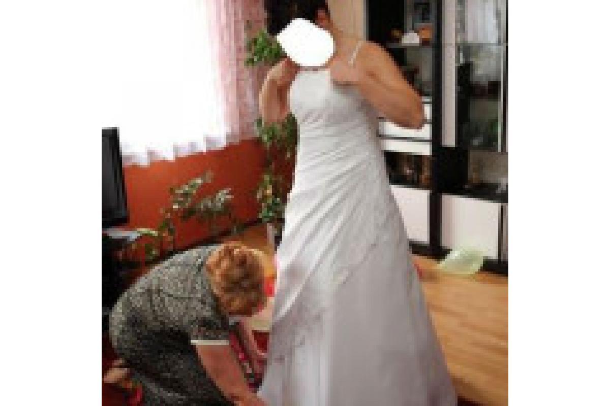 a może ta? szczęśliwa suknia dla szczęśliwej panny młodej