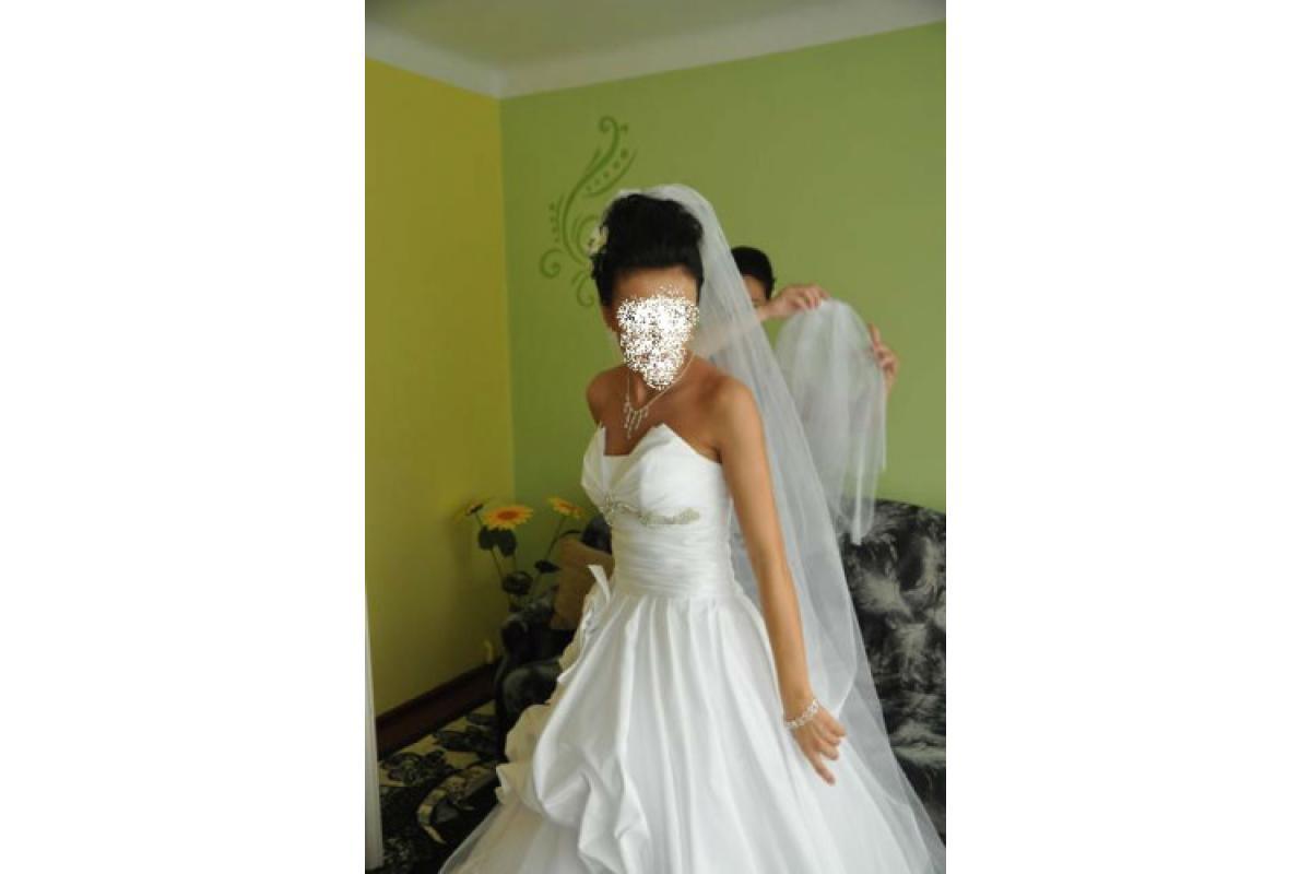 Jedyna Taka Suknia Ślubna z kryształkami Swarovskiego