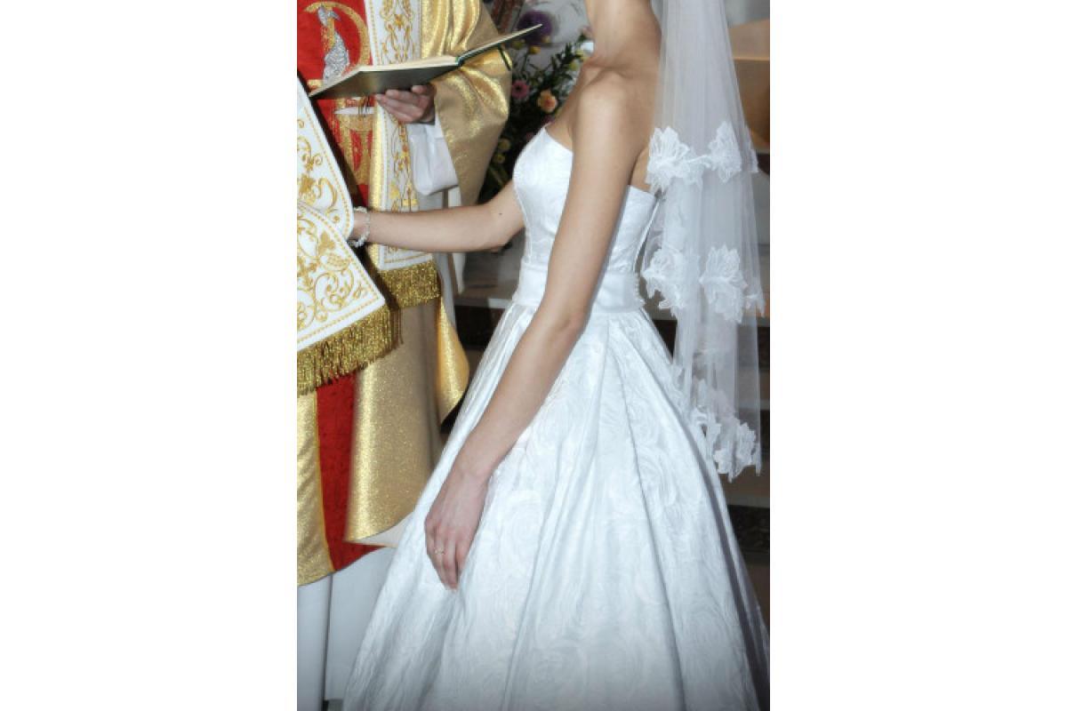 Klasyczna żakardowa suknia ślubna
