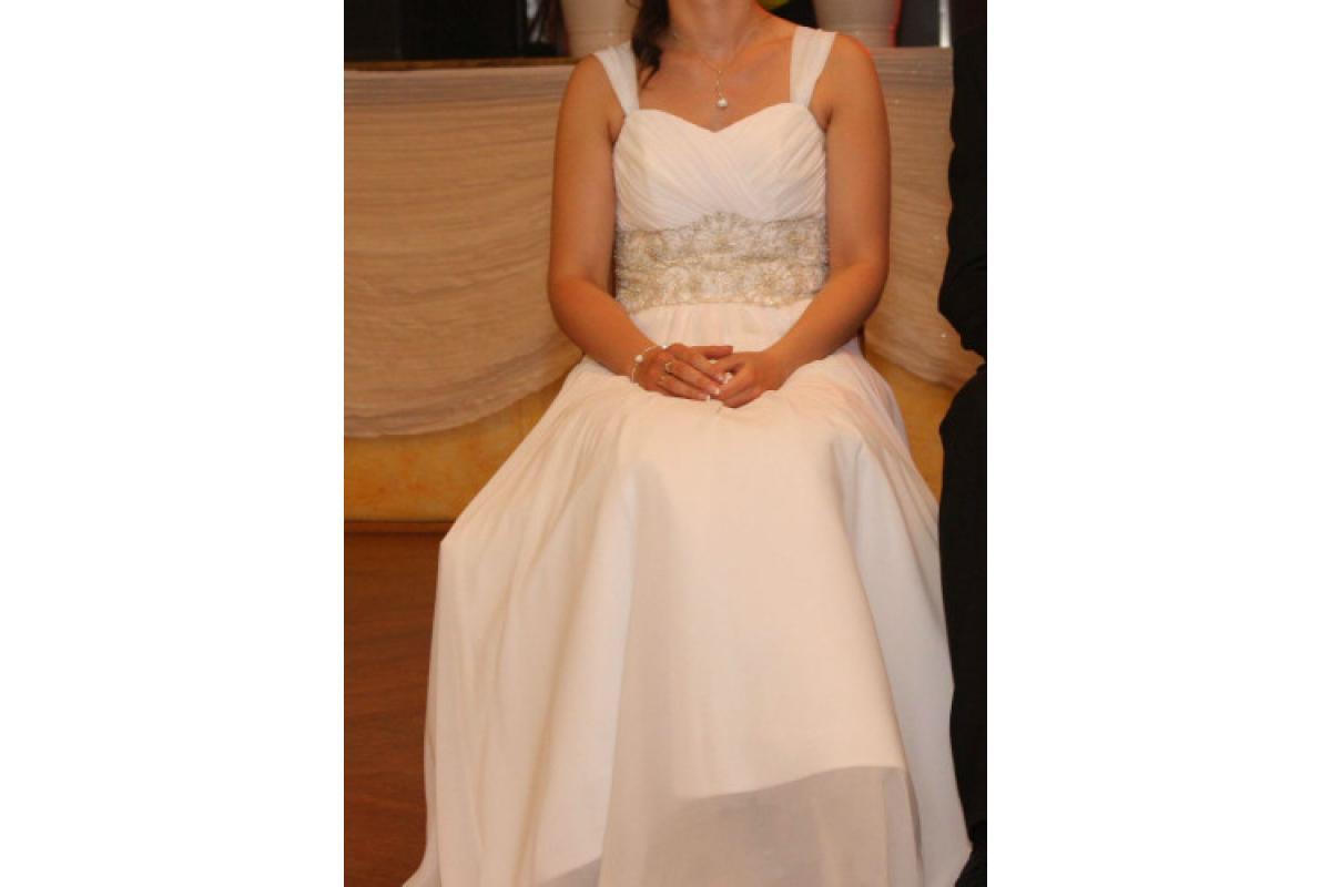 Suknia ślubna w kolorze białym – utrzymana w stylu greckim
