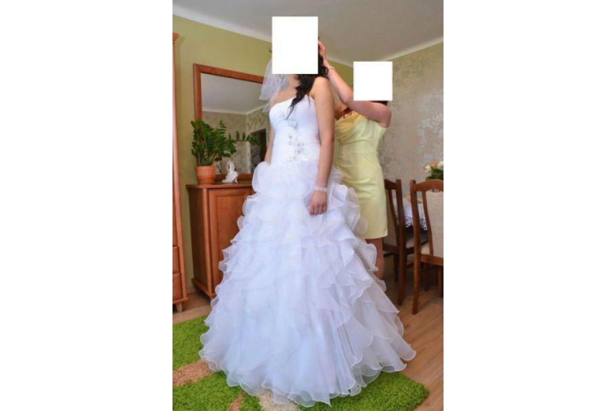 Sprzedam śliczną suknię ślubną. Welon+buty GRATIS!