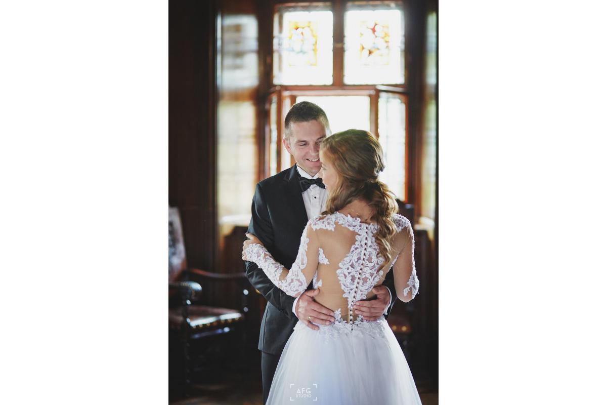 Suknia ślubna na długi rękaw