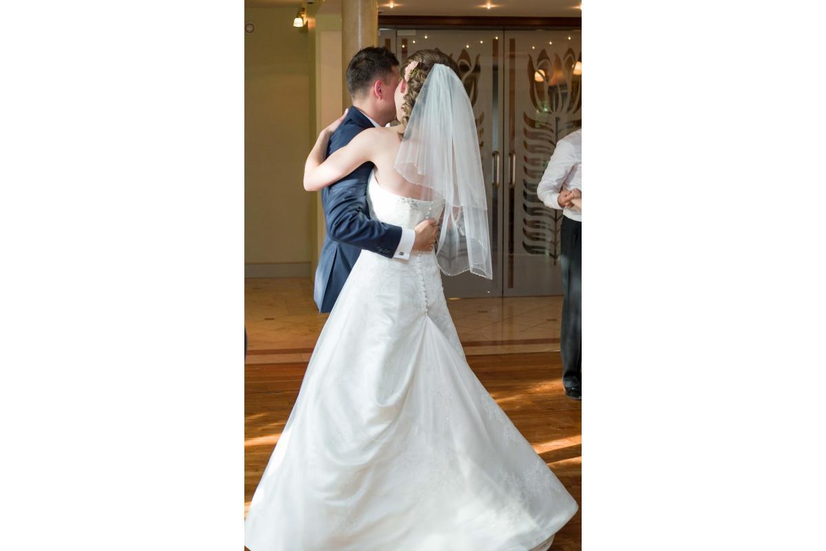 Suknia ślubna z trenem, rozmiar regulowany 34, 36, 38, 40