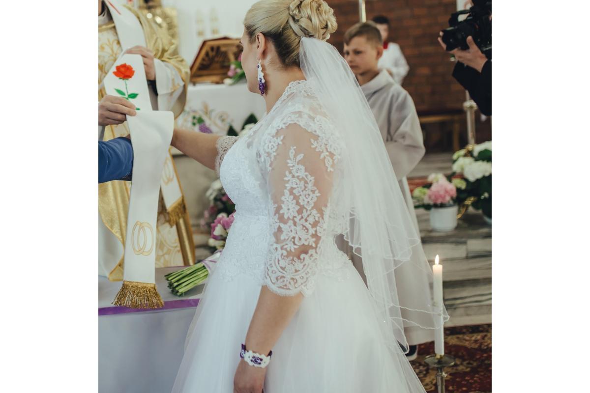 Wyjątkowo piękna śnieżnobiała suknia ślubna, z mięciutkiej koronki, rozm.44/46.