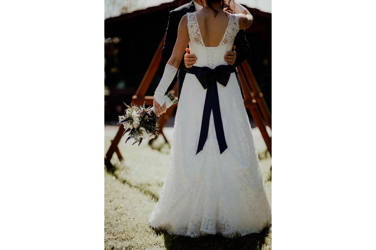 Suknia ślubna w komplecie z płaszczem