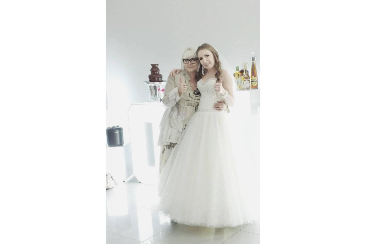 Piękna suknia ślubna. Suknia 2 Welony !! POLECAM !!