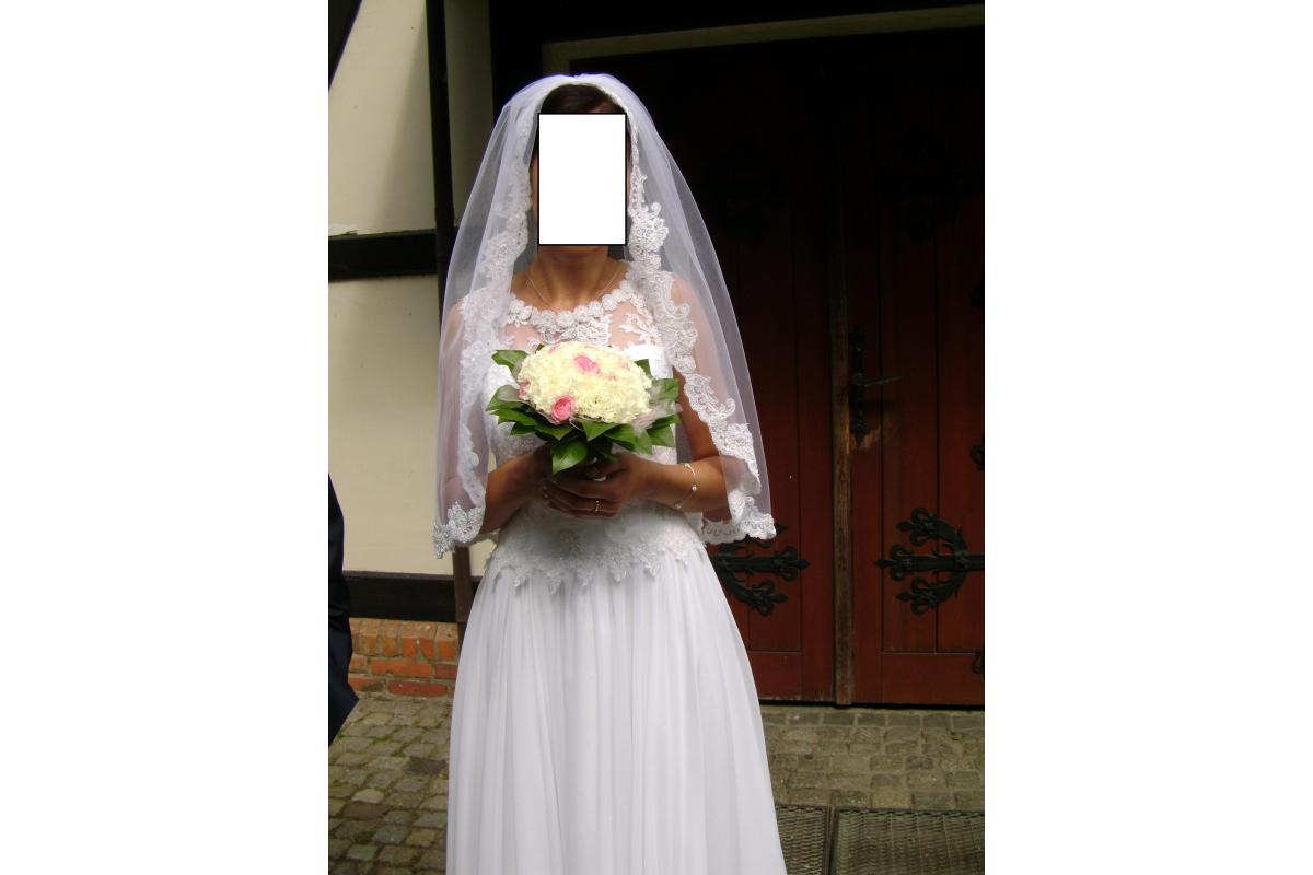 sprzedam suknie ślubna z welonem i halka