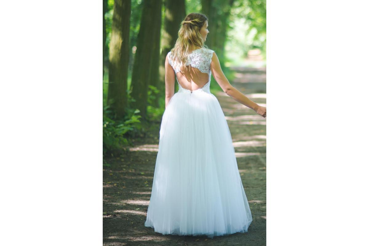 Suknia ślubna princessa wycięcie na plecach