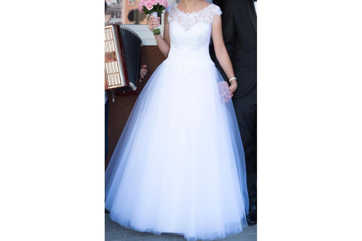 Zwiewna i subtelna suknia ślubna (08.2017)