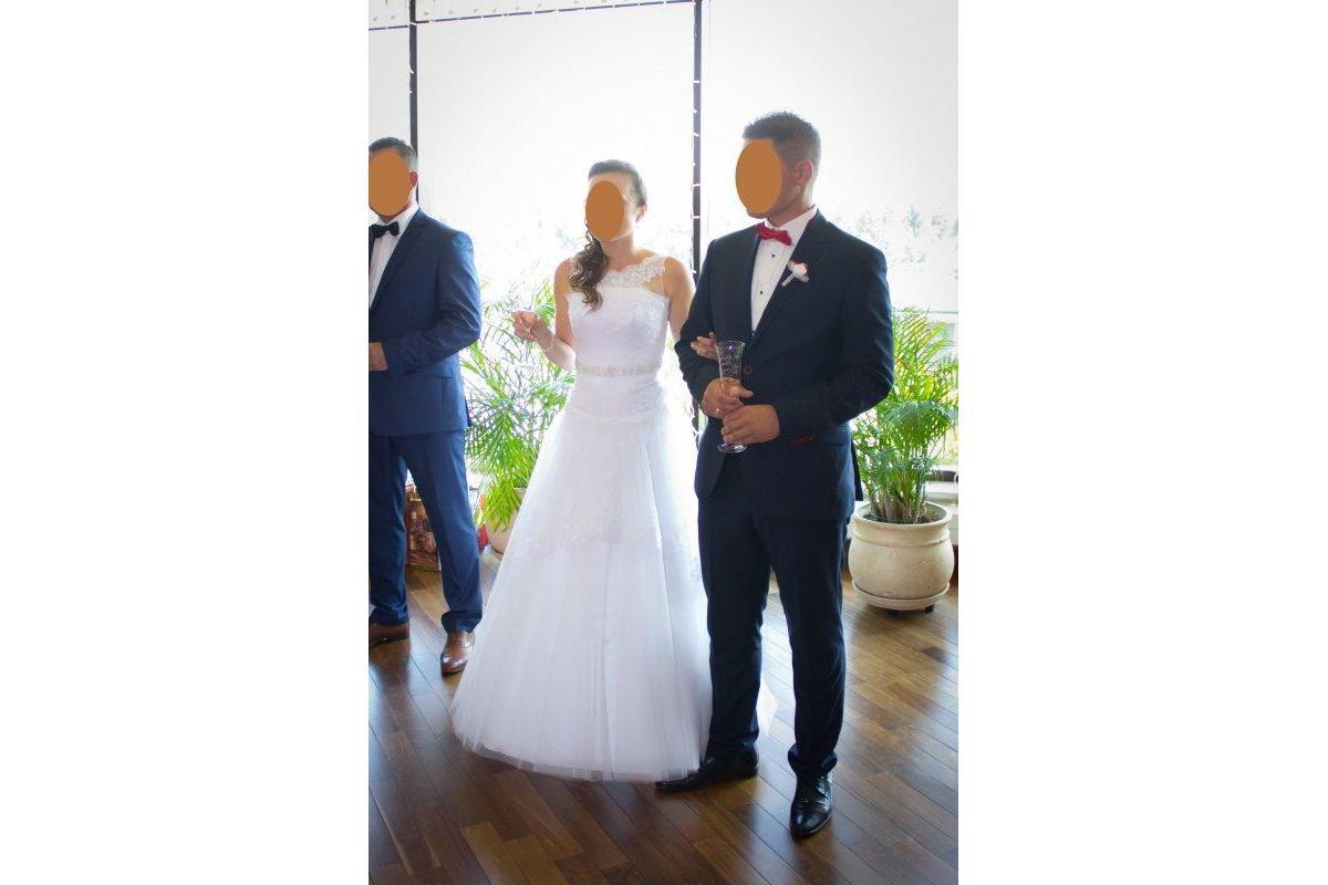 Suknia ślubna --> Biała --> Rozmiar 36-38 na gorsecie --> Wzrost 164 + 8cm obcas