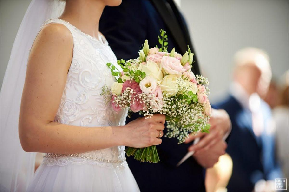 Suknia ślubna dla niskiej panny młodej