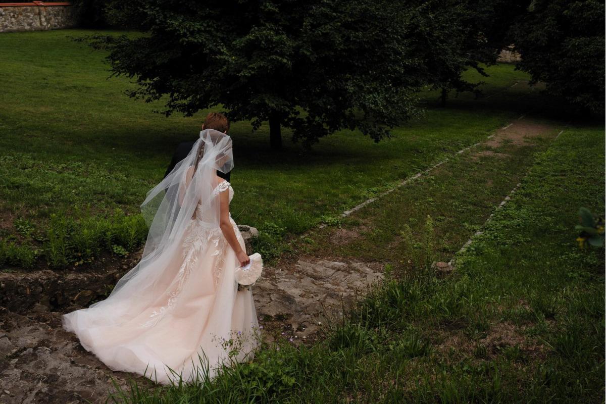 2-częściowa, brzoskwiniowa suknia