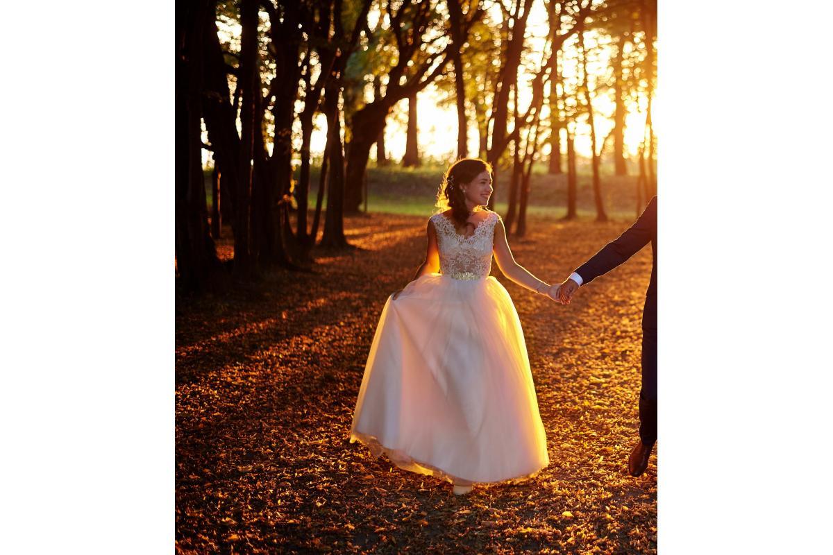 piękna suknia ślubna diamentowa biel gratis welony