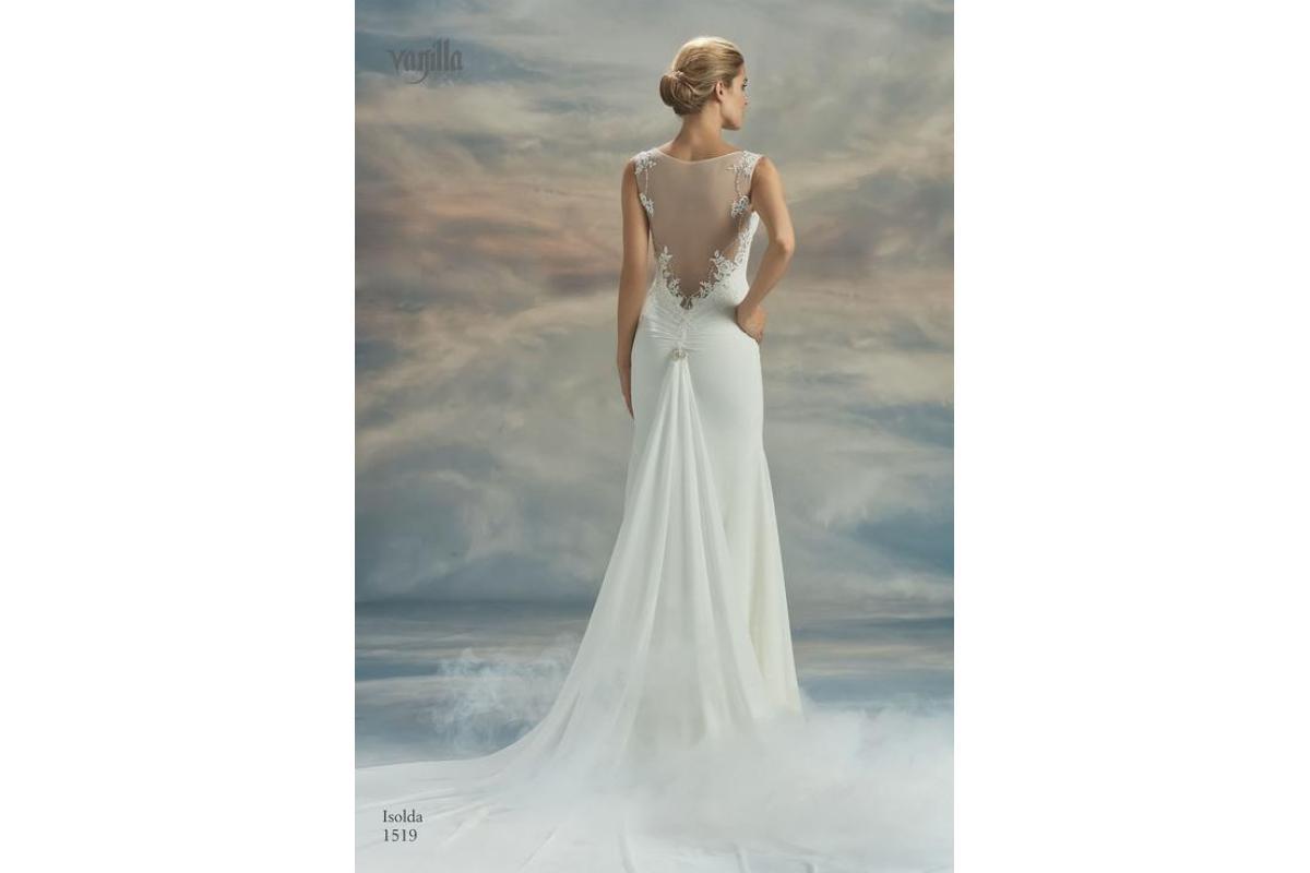 Zjawiskowa suknia z trenem