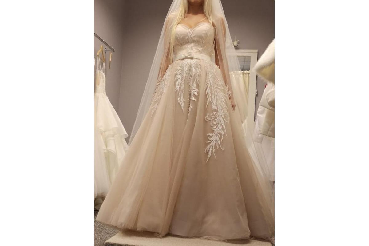Suknia na wysoką dziewczynę z kryształkami
