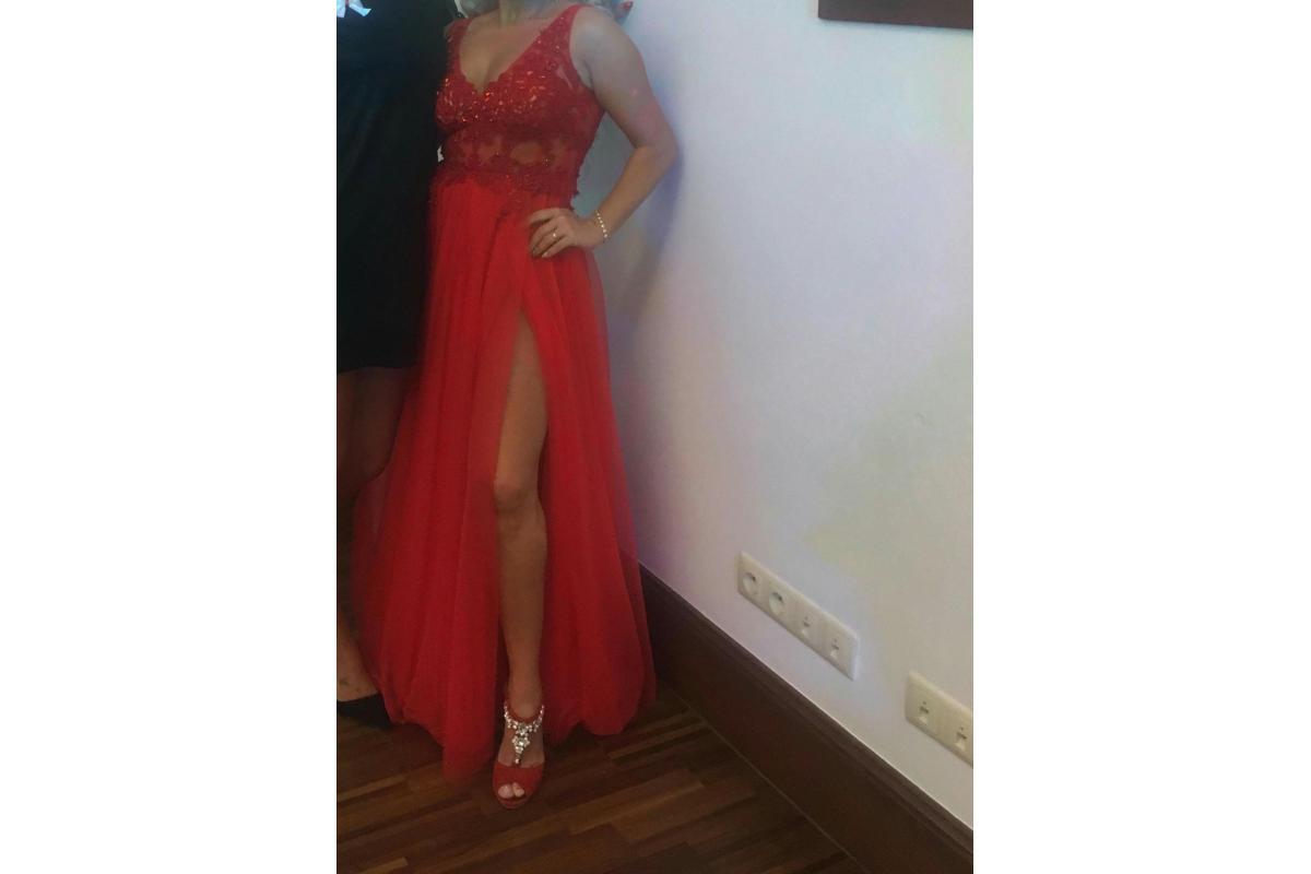 Piękna Czerwona suknia