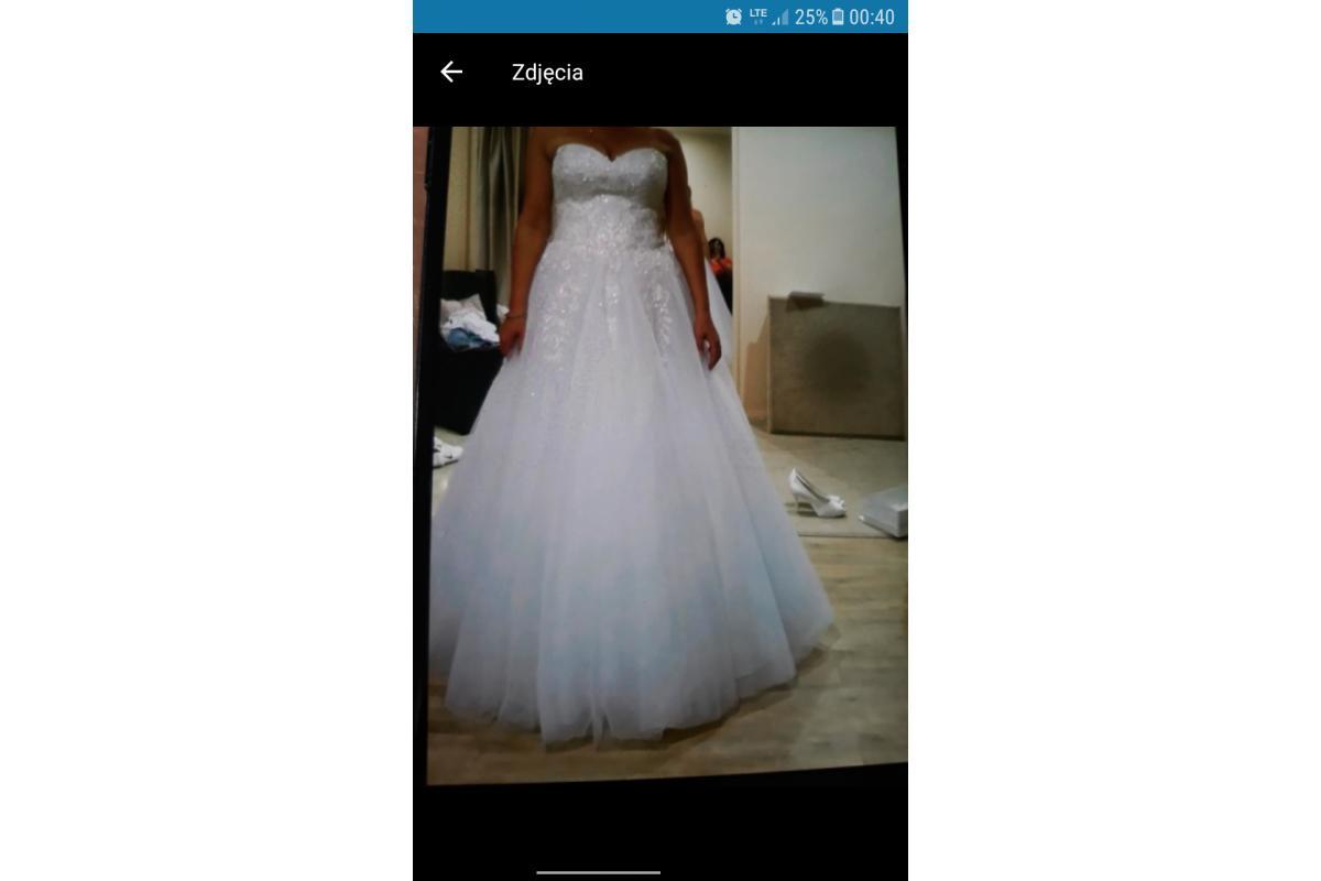 Piękna zmysłowa suknia ręcznie szyta wiązana na plecach