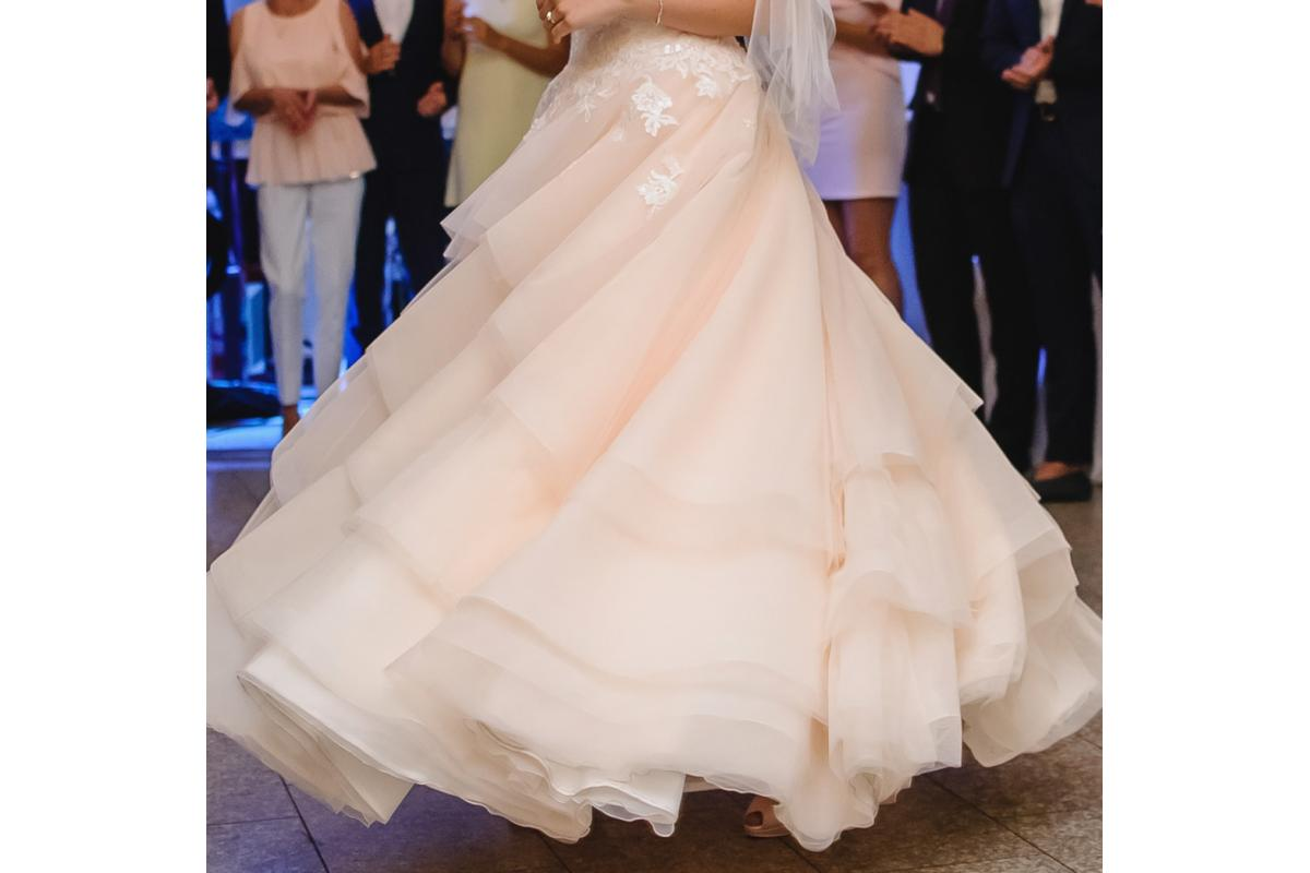 Suknia ŚLUBNA w szampańskim kolorze z delikatnie zdobionym gorsetem