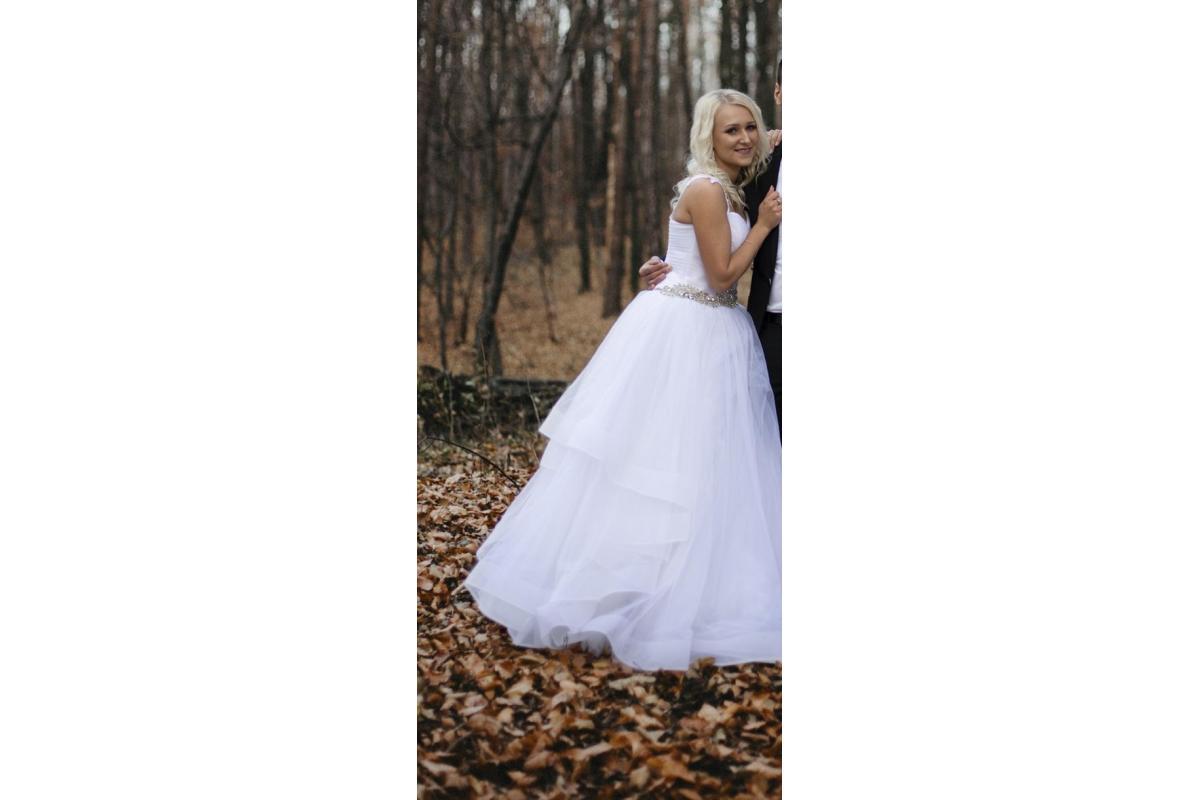 Sprzedam piękną suknie Ariamo Bravia