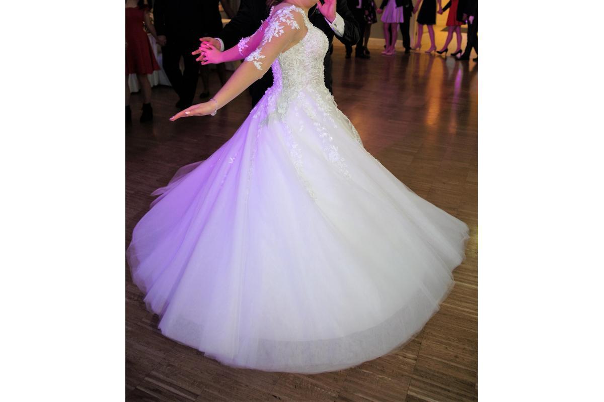Suknia ślubna rozmiar 38/40 biała z rękawkiem + białe bolerko GRATIS