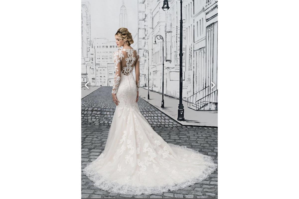 Koronkowa suknia ślubna z perłami!