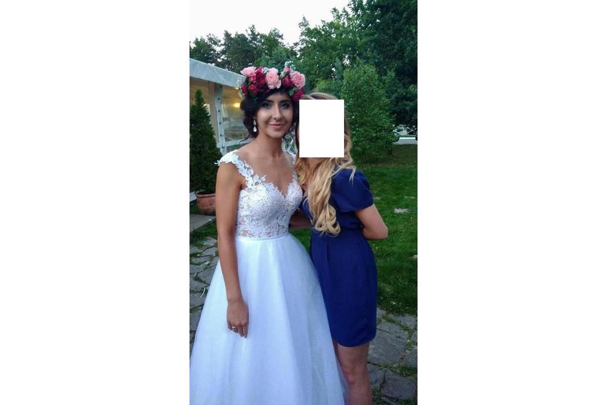 Suknia ślubna rozkloszowana tiulowa koronka zwiewna boho rustykalna wycięte gołe plecy bez pleców