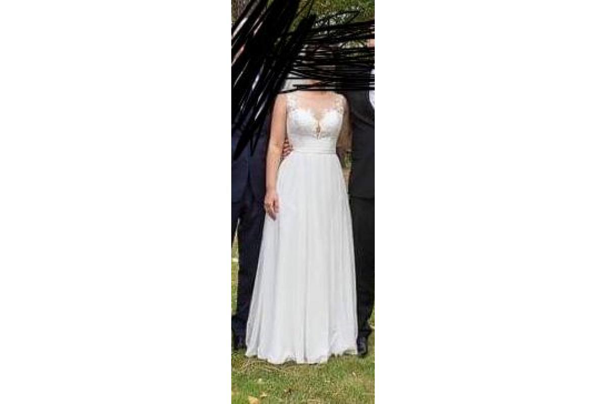 Letnia, zwiewna, koronkowa suknia ślubna z lejącym się dołem z kolekcji Mystic model Daren rozmiar 3