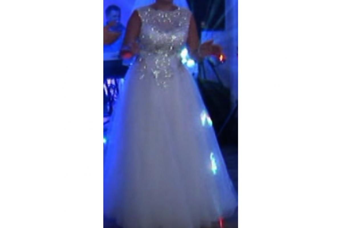 Piekna diamentowa suknia slubna