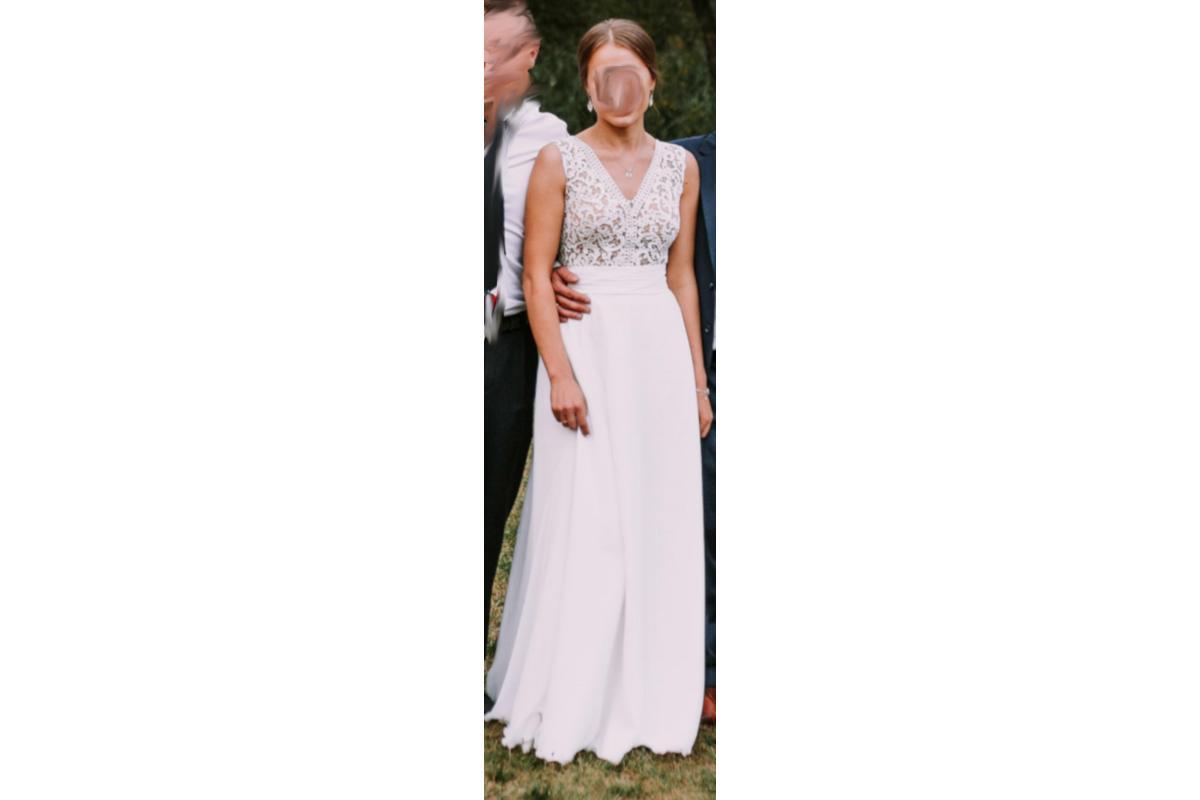 Suknia ślubna z pasem