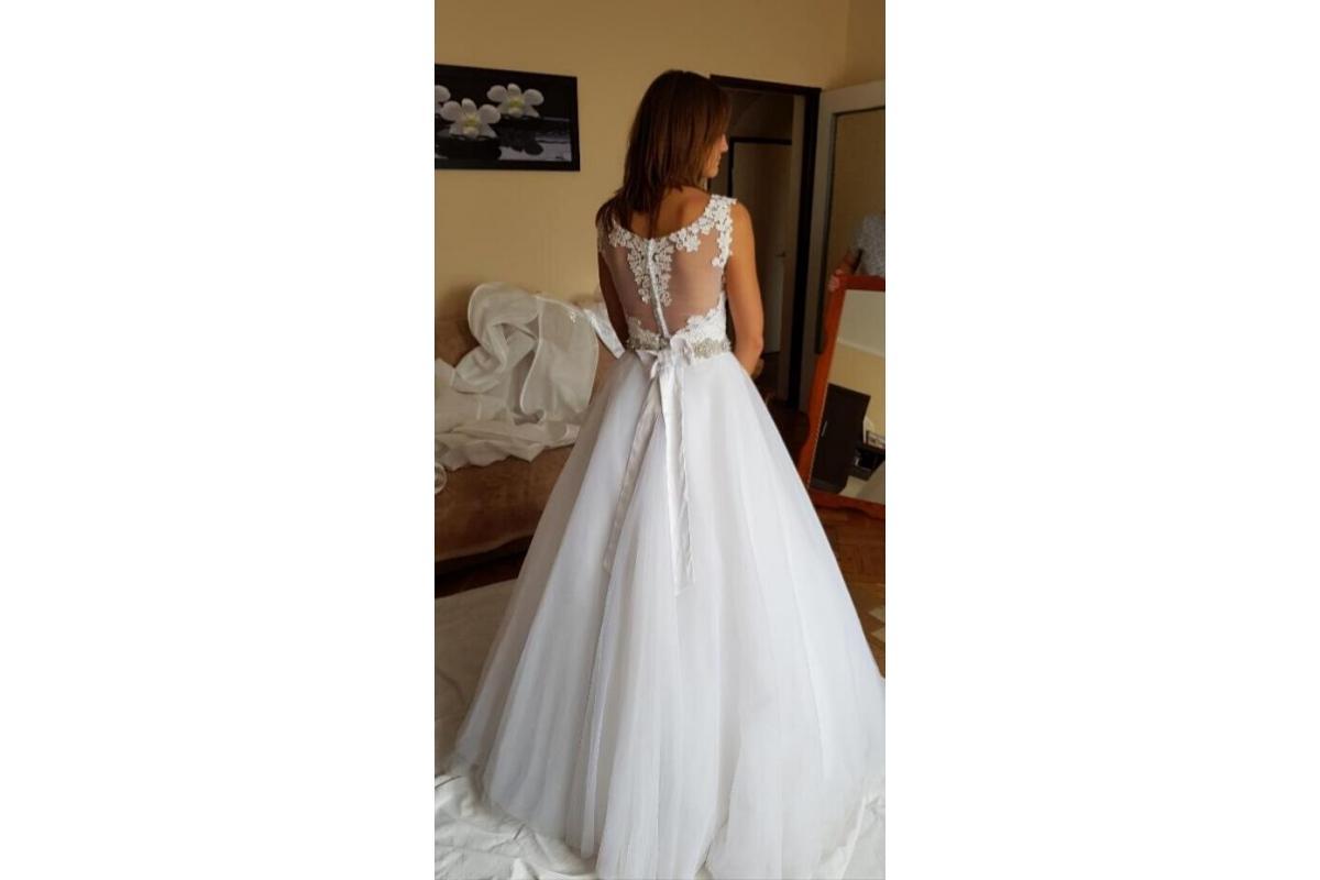 Sprzedam śliczną suknię ślubną rozm. 34-36 + welon i dwa bolerka