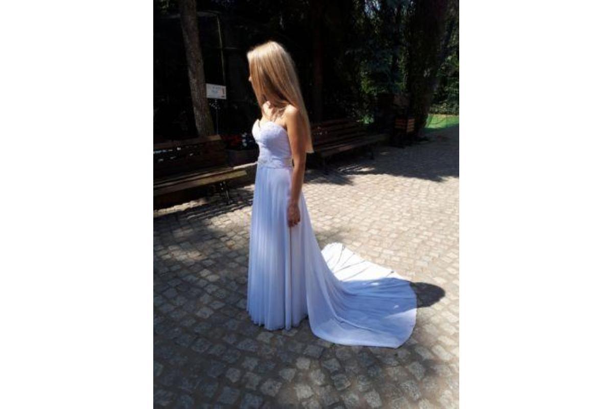 Piękna, delikatna suknia ślubna
