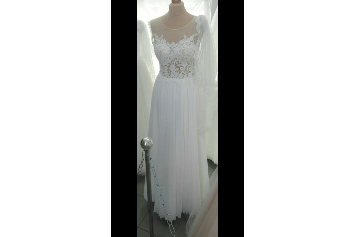 Zwiewna i wygodna suknia ślubna z rozcięciem