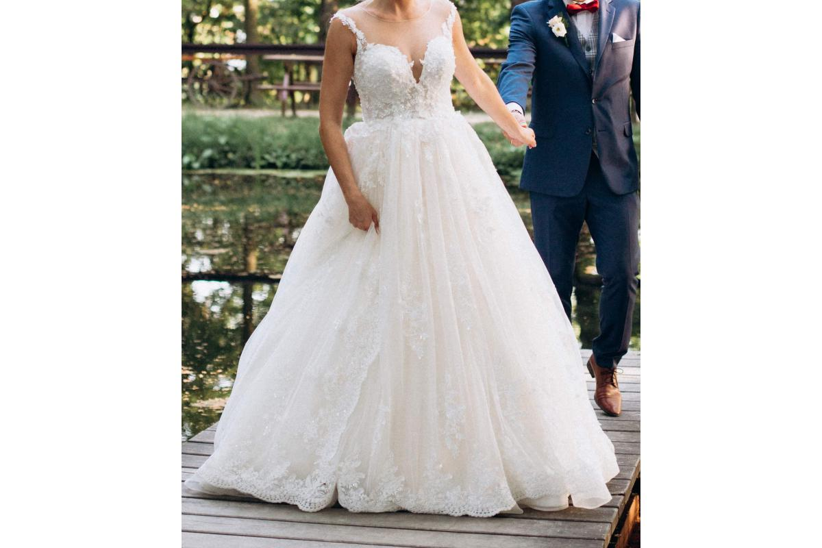 Piękna suknia ślubna princeska