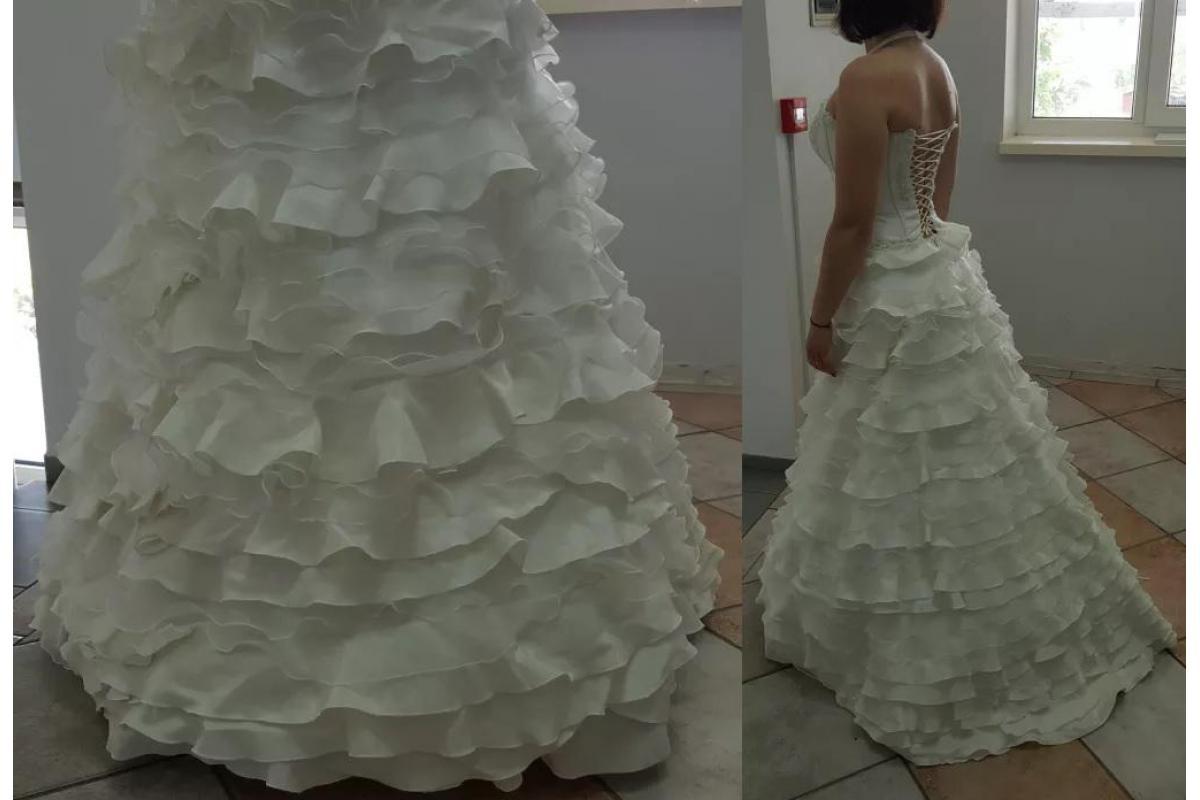 Suknia ślubna (halka i bolerko gratis)