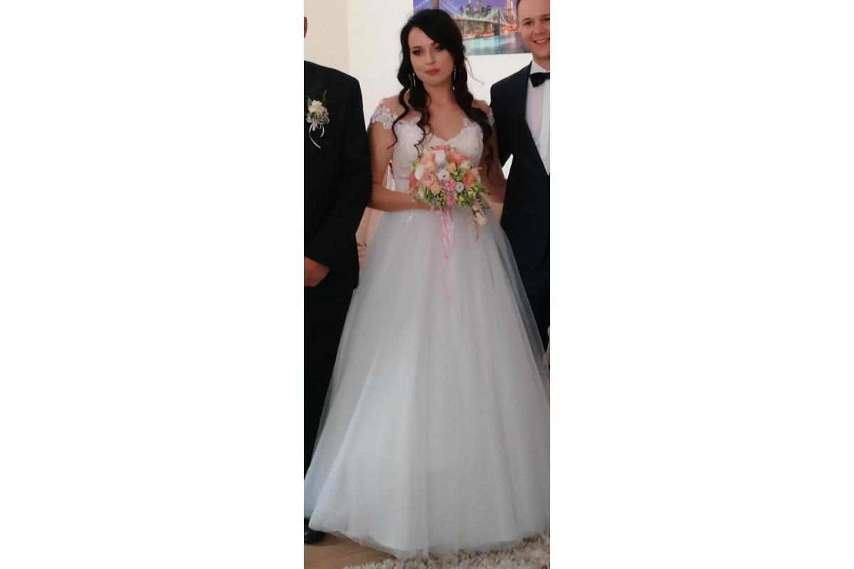 Suknia ślubna unikatowa , rok 2019