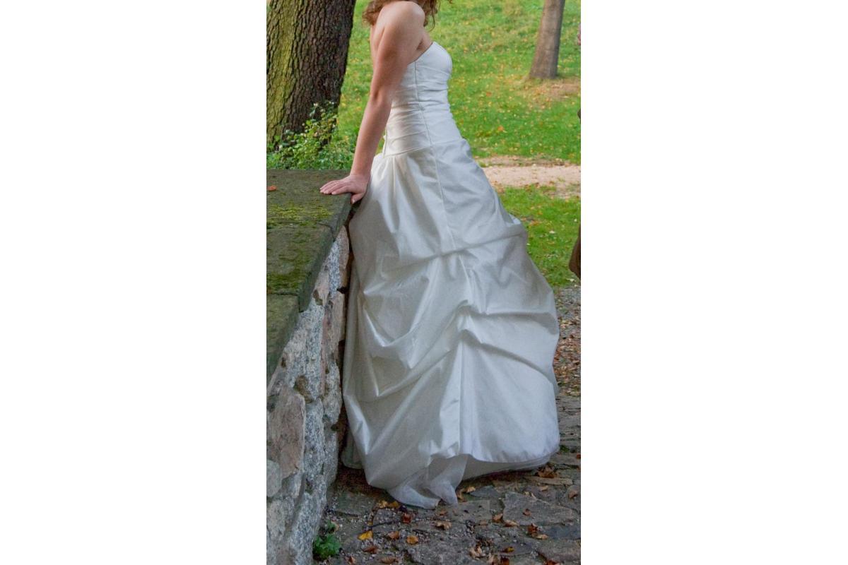 Niekonwencjonalna suknia ślubna