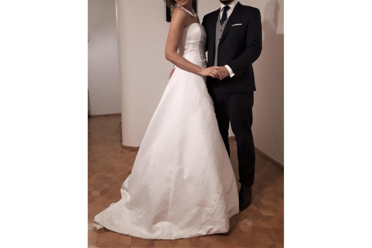 Suknia ślubna klasyczna dla wysokiej kobiety