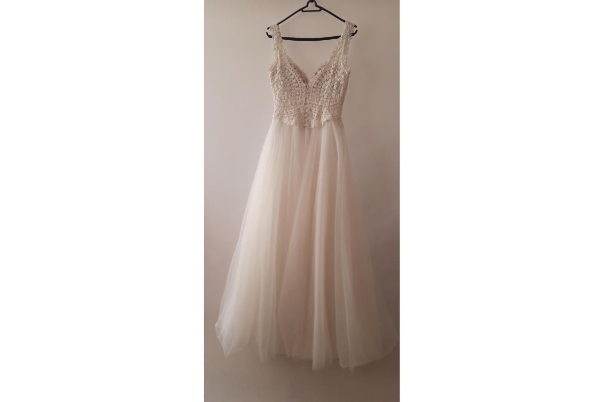 Suknia ślubna kolekcja 2019 z salonu Agnes