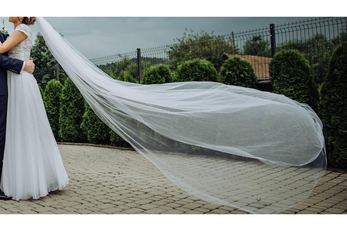 Suknia ślubna rozmiar 38 + 2 welony  + biżuteria