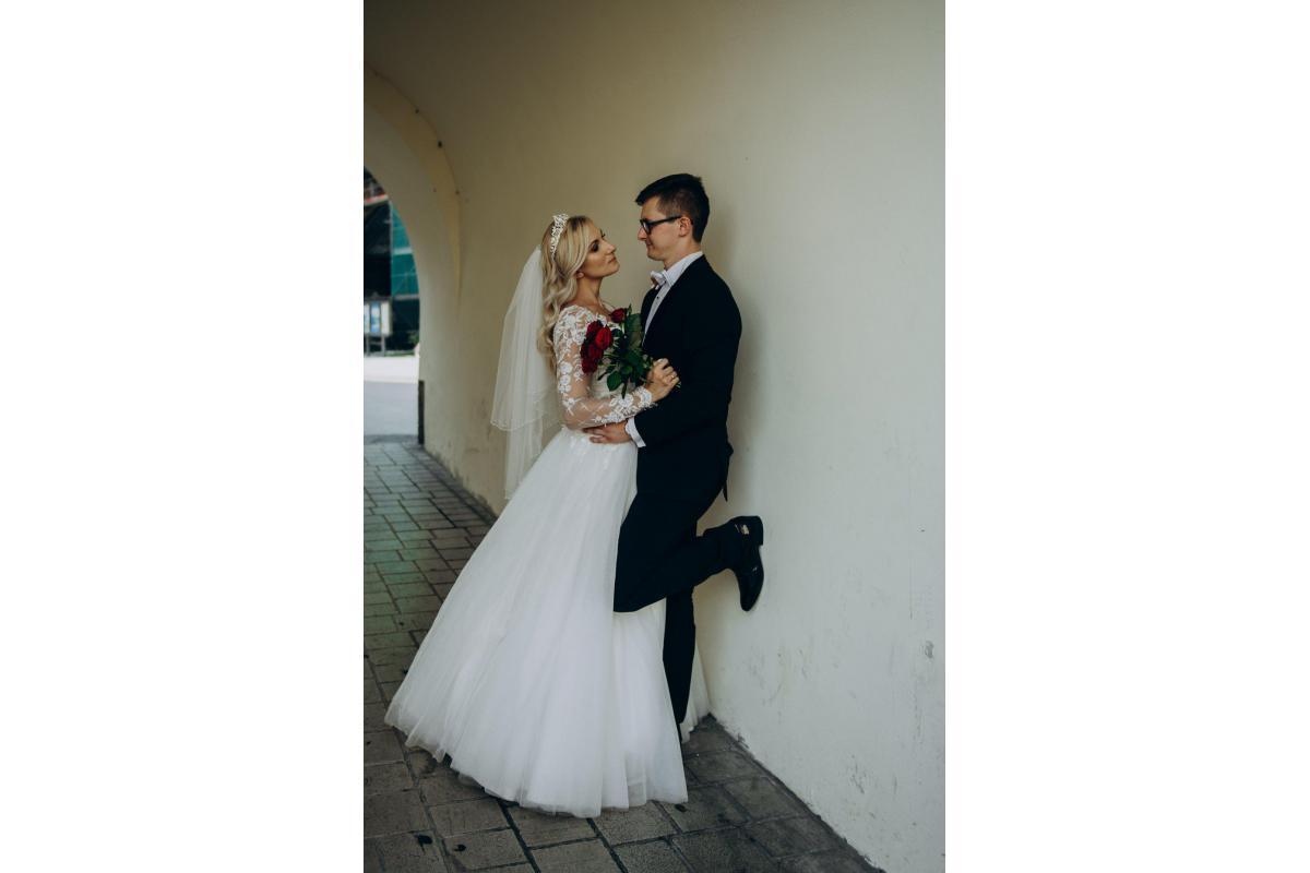 Suknia 36- KSIĘŻNICZKA - rękawy, dekold V