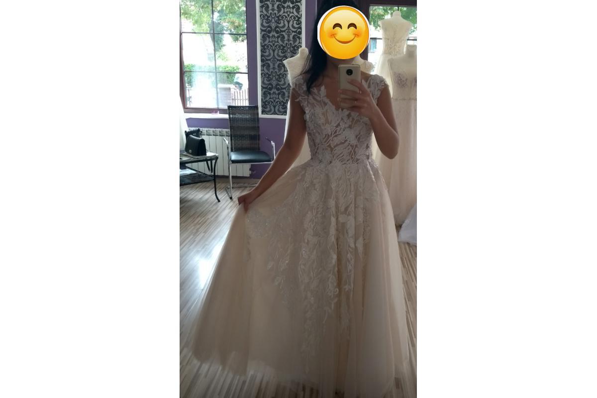 Piękna suknia ślubna w kolorze prosecco