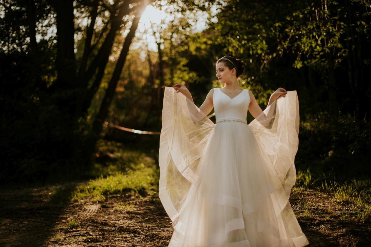 Suknia ślubna śmietankowa tiulowa
