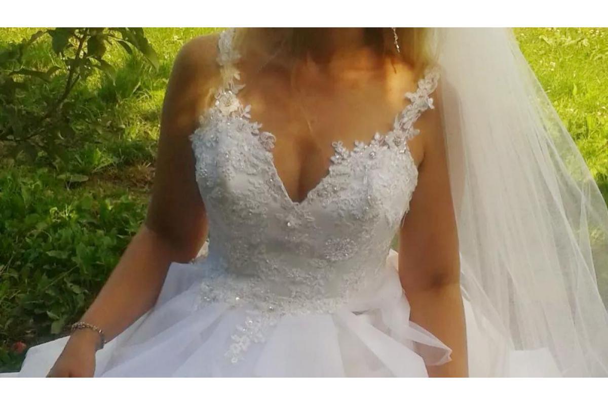 Suknia ślubna r.38 falbany