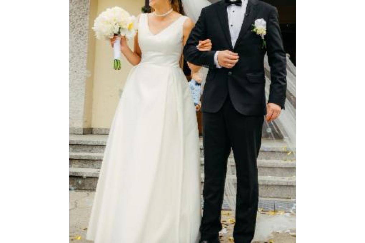 Piękna suknia ślubna rozmiar 36 ( bardzo dobry gatunkowo material )
