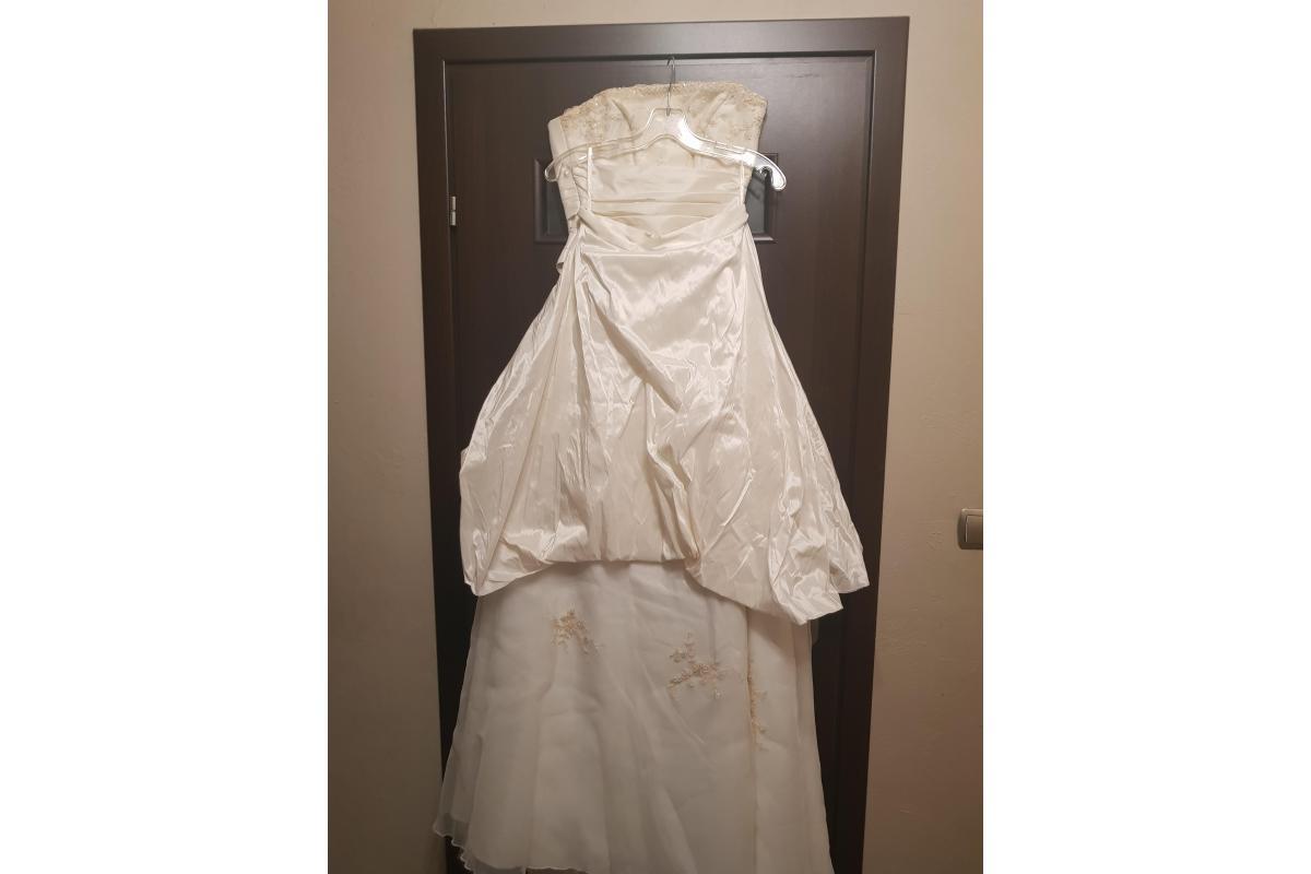 Suknia ślubna koloru ecru