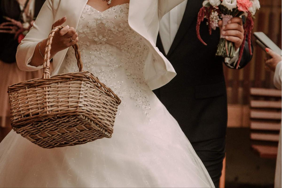 Sprzedam suknię ślubną w dobrym stanie.