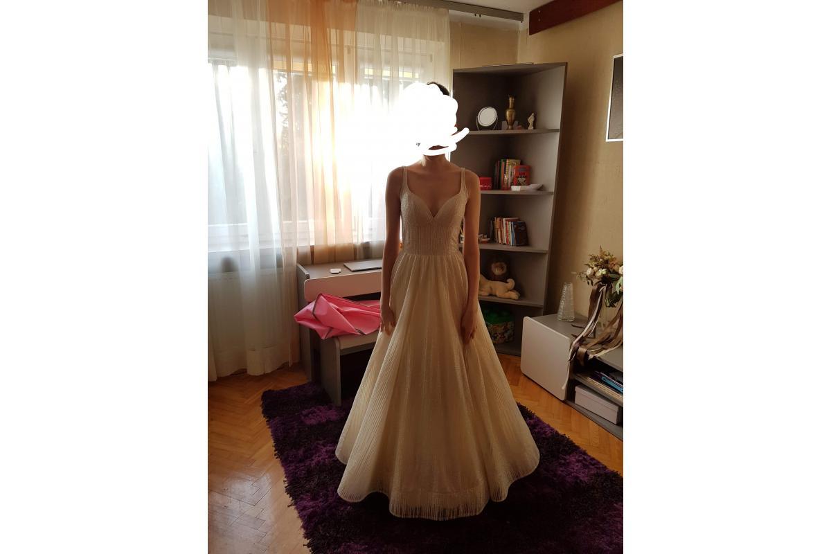 Brokatowa suknia ślubna