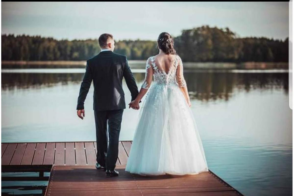 Piękna suknia ślubna księżniczka