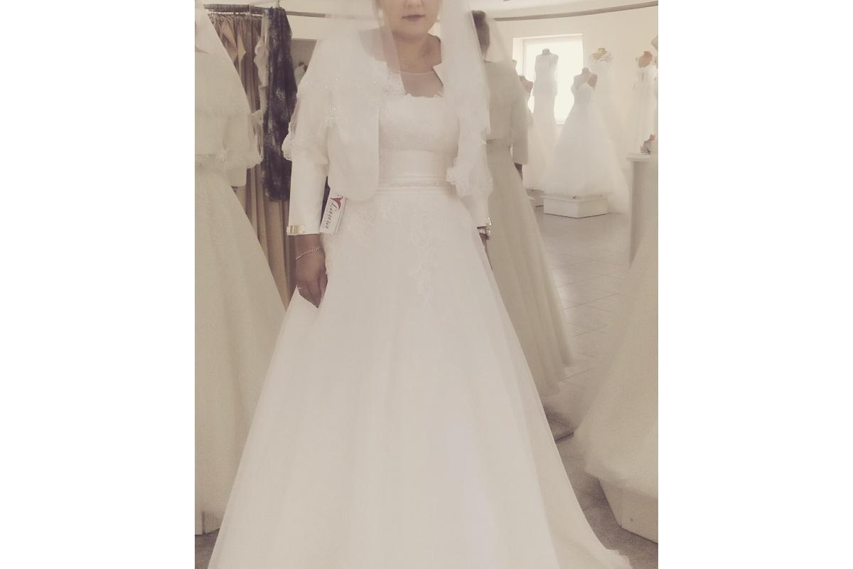 Piękna suknia ślubna ecru 38/40 z salonu Laura