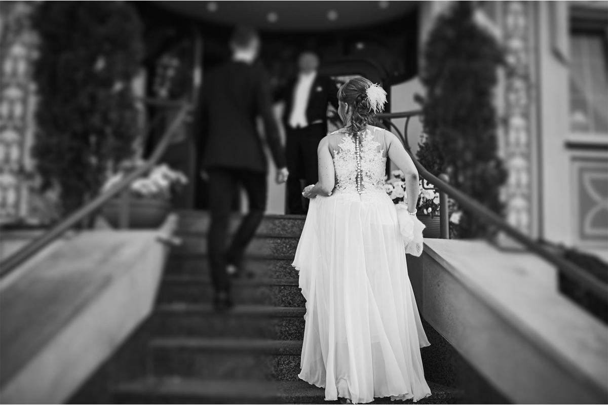 Minimalistyczna, piękna i lekka suknia ślubna!